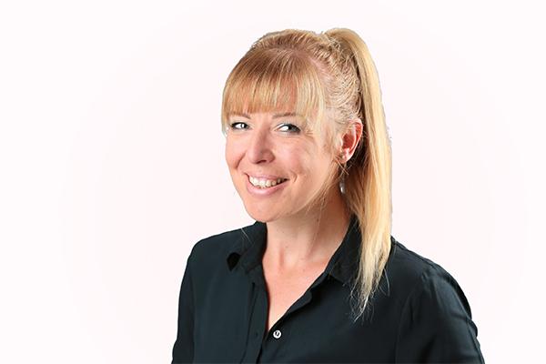 Nadine Sack - Rezeption Praxis für Physiotherapie Pro Corpore